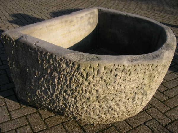 Tränke oder Trog aus Natursandstein gefertigt