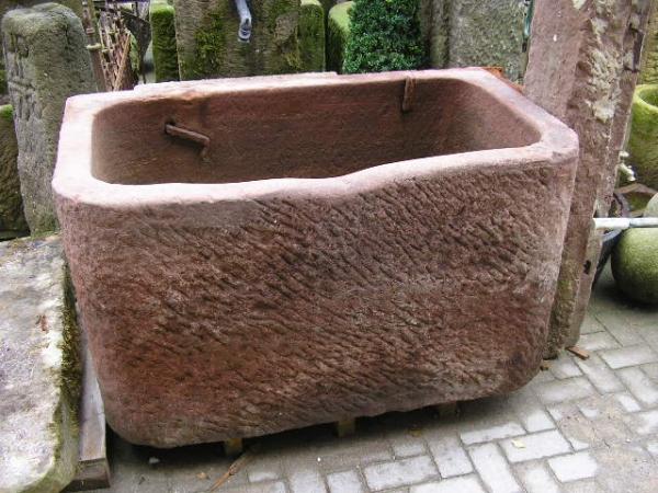 rote Pferdetränke, Brunne aus Sandstein