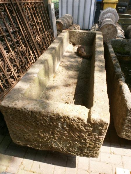 Brunnentrog mit Reparatur