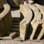 historischer Ringbrunnen mit Farbresten