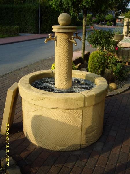 Schöner Brunnen aus eigener Herstellung