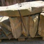 antiker Brunnenring mit defektem Deckel