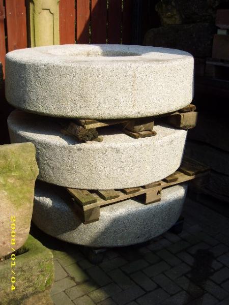 Ein Mühlsteine aus Granit ca. 1000kg