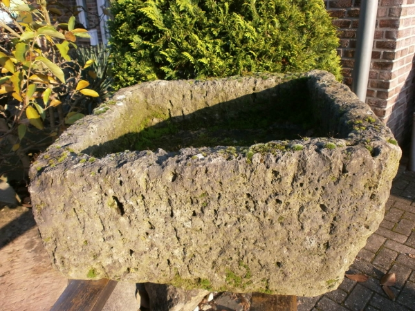 Trog aus Kalkstein