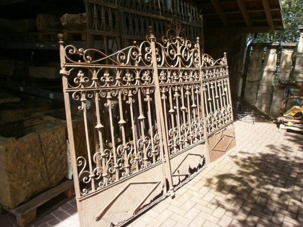 Sehr schönes zweiflügeliges Tor