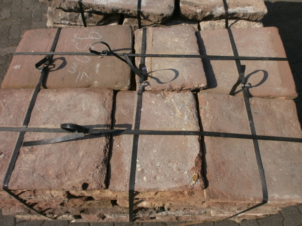 Rote Sandsteinplatten