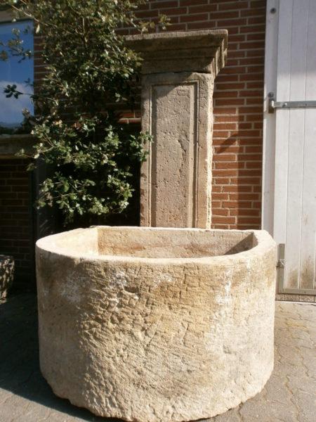 Großer Brunnen aus schönstem, antikem Sandstein