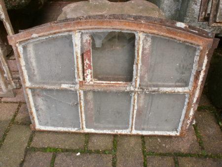 drei historische Fenster aus Gusseisen