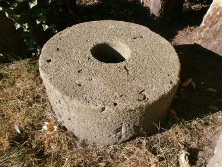 26cm dicker Mühlstein aus Sandstein
