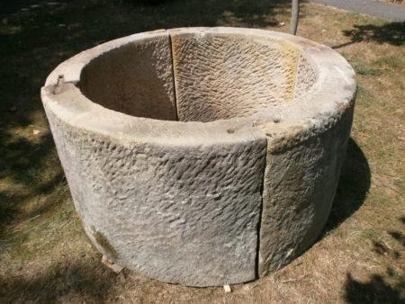 Brunneneinfassung aus vier Teilen