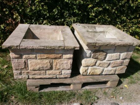 Zwei schöne Pflanzkübel aus Ibbenbürener Sandstein