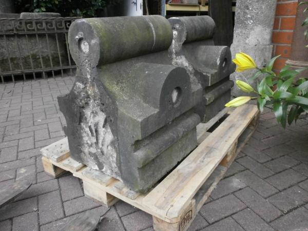 Pfeilerabdeckungen aus Sandstein