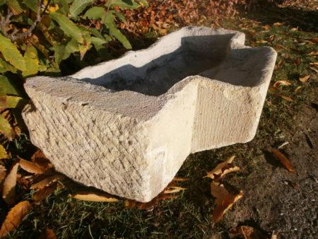 Sehr uriger Futtertrog aus Sandstein