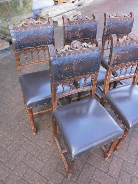 fünf antike Stühle