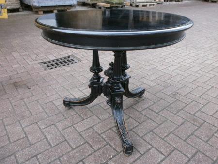 Wohnfertiger Tisch