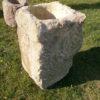 Hohe Vase aus antikem Material