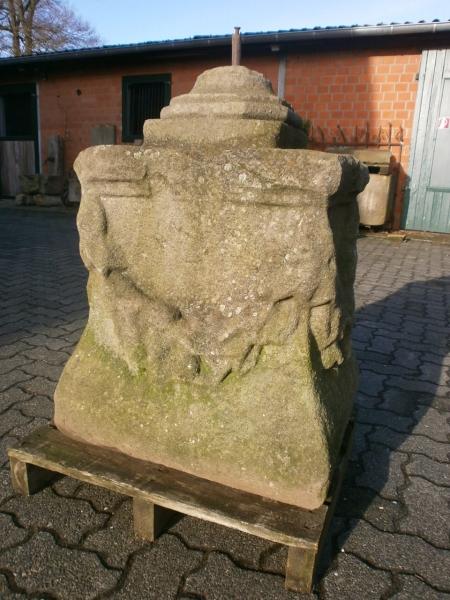 Postament aus Sandstein  historisch