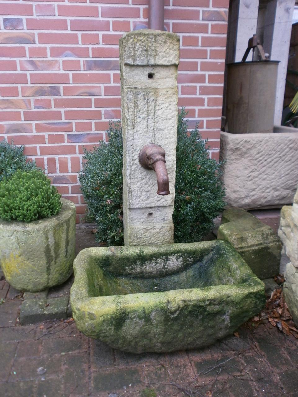 Brunnen oder Zapfstelle aus Sandstein