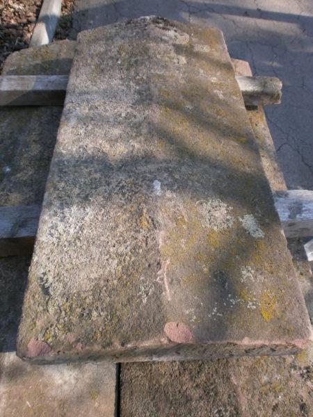 Mauerabdeckungen aus rotem Sandstein