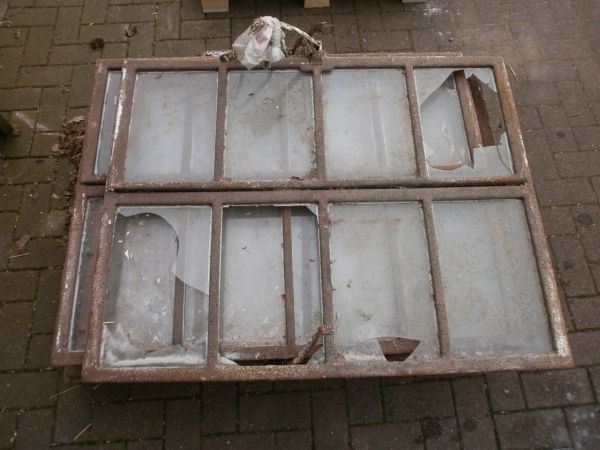 6 Gut erhaltene Gussfenster