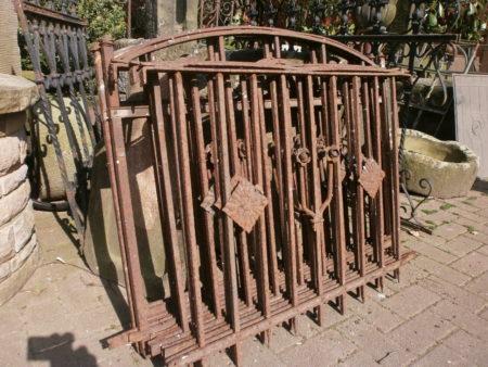 9,25m antiker Zaun