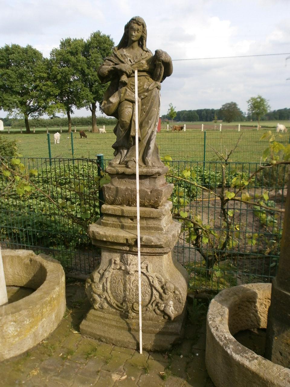 historischer Sockel mit Figur