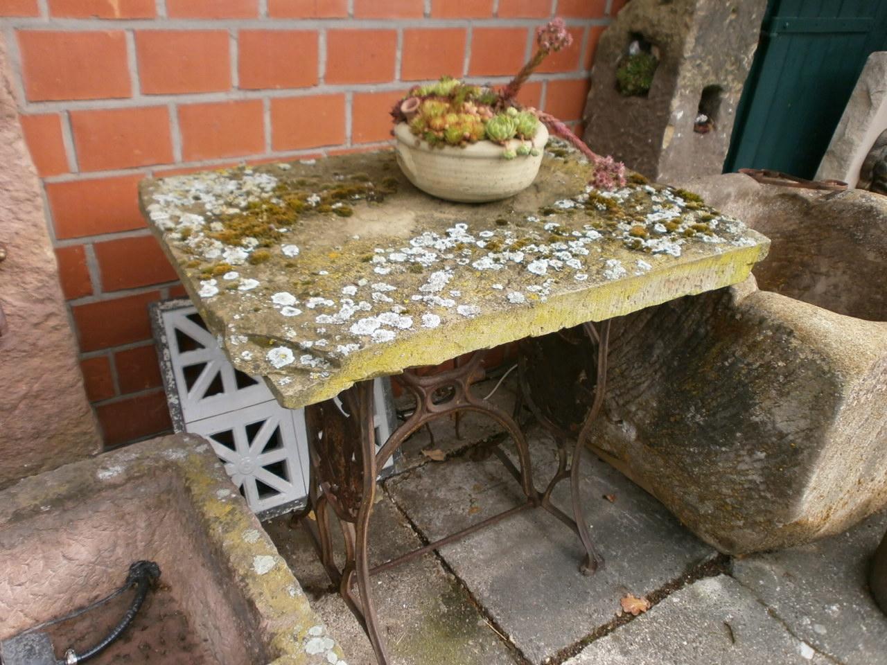 Großer Gartentisch