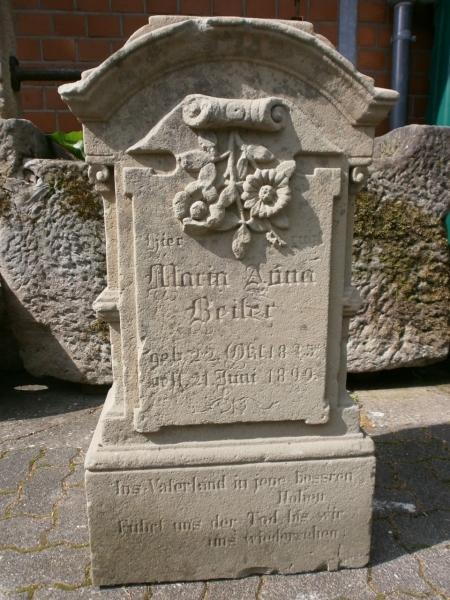 gut erhaltener Grabstein antik