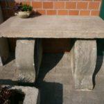 Tisch aus antikem Sandstein