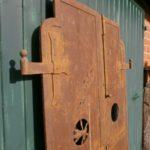 antike Eisentür für Weinkeller