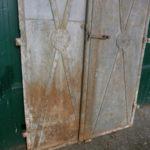 Antike Tür für Weinkeller?