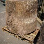 Krautstand aus Sandstein sehr groß.