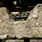 antike Wasserrinnen aus Sandstein