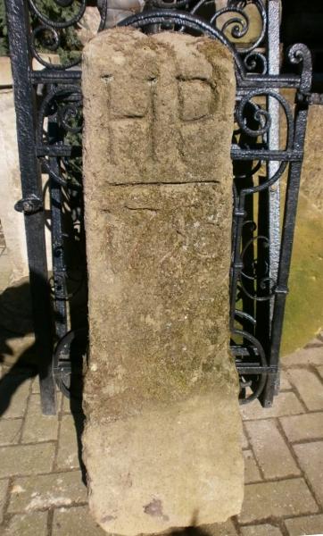 Grenzstein aus Sandstein von 1750