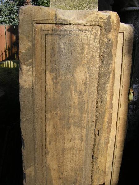 antike Sandsteinsäulen mit Profilen