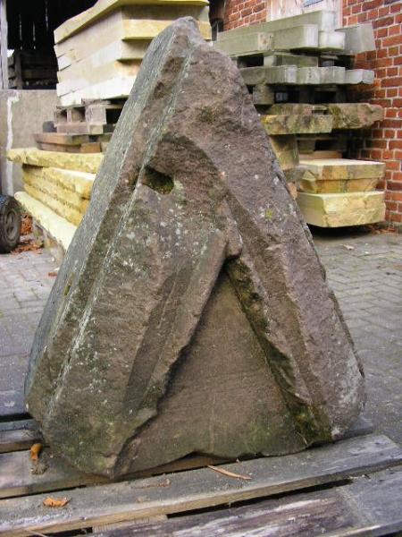 Sandsteingiebel aus Pfälzer Sandstein