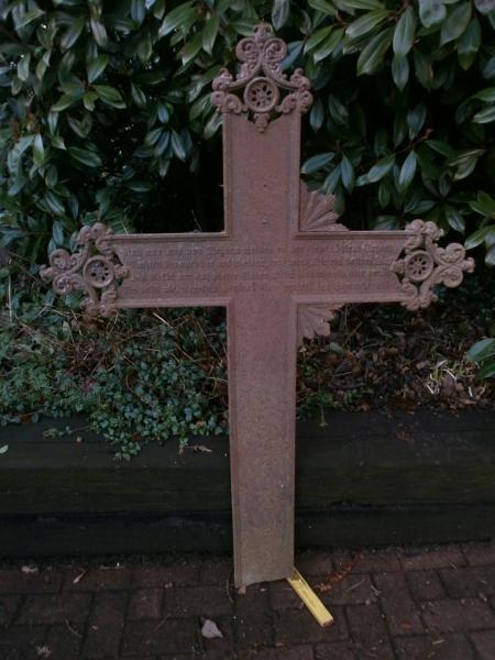 Kreuz aus Gusseisen