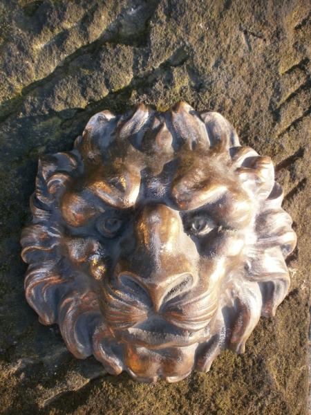 Löwenkopf aus Bronze