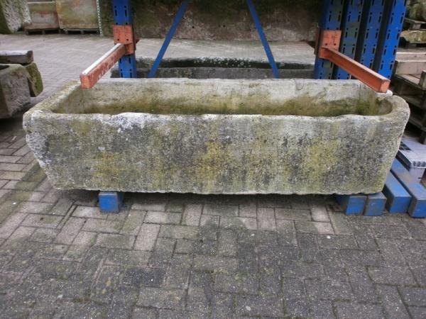 Brunnentrog aus Kalkstein