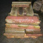 Wasserrinne aus rotem Sandstein