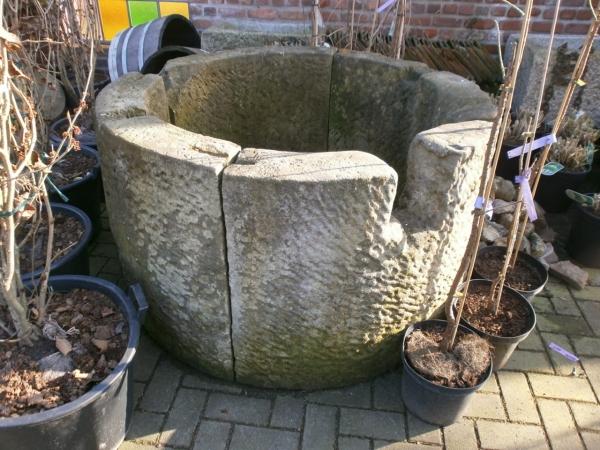 Sandstein Brunnenring historisch