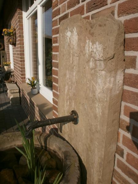 historischer Brunnen aus Sandstein