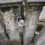 5 große, historische Zaunpfosten aus Sandstein