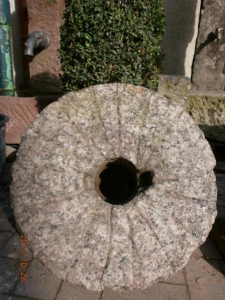 Historischer Mühlstein aus Granit