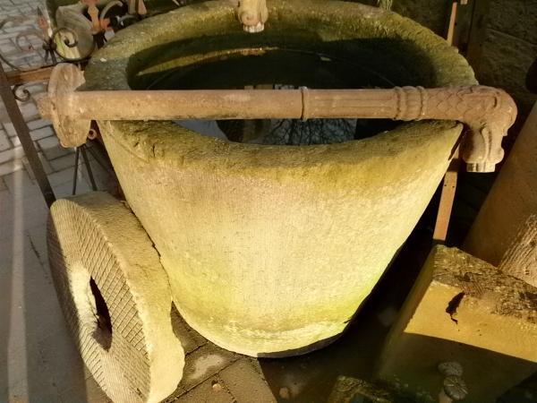 Sehr langer, antiker Wasserspeier