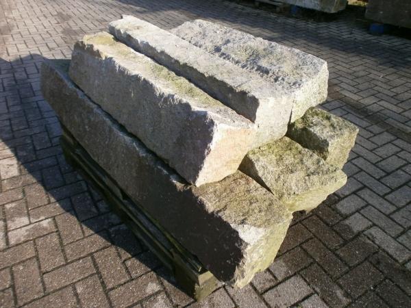 6 Granitsäulen