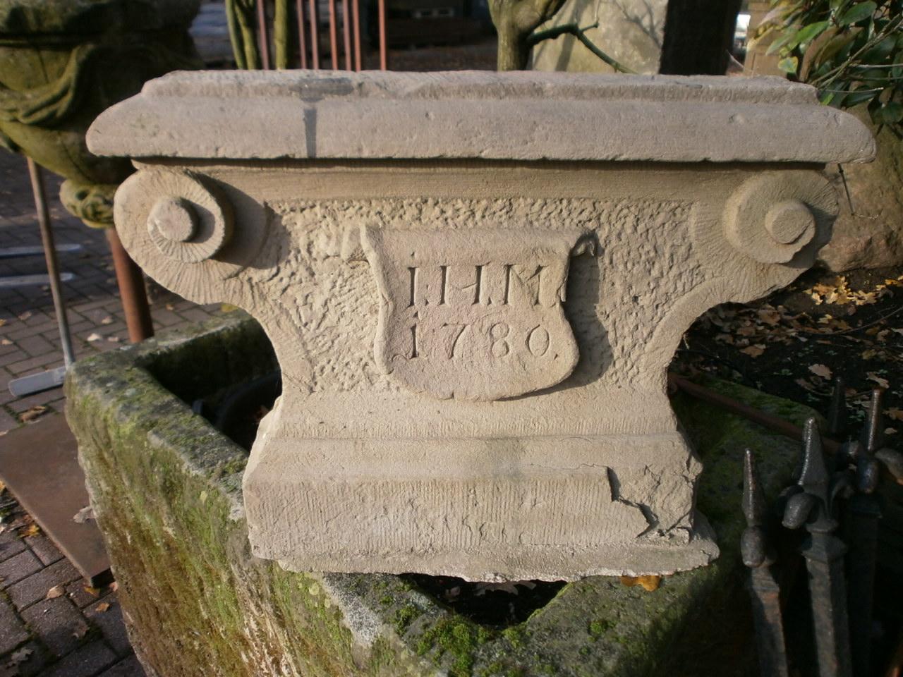 Antiker Ofenfuß aus Sandstein