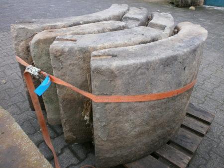 Sandsteibrunnen mit ca. 160cm Durchmesser