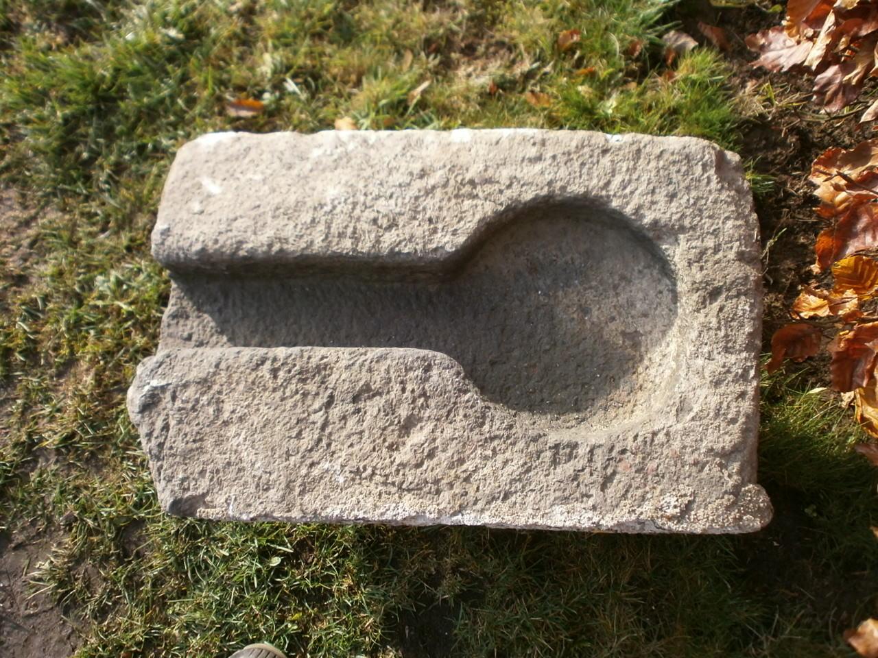 Nasentrog aus Granit