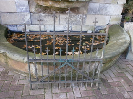 kleines Tor aus Schmiedeisen
